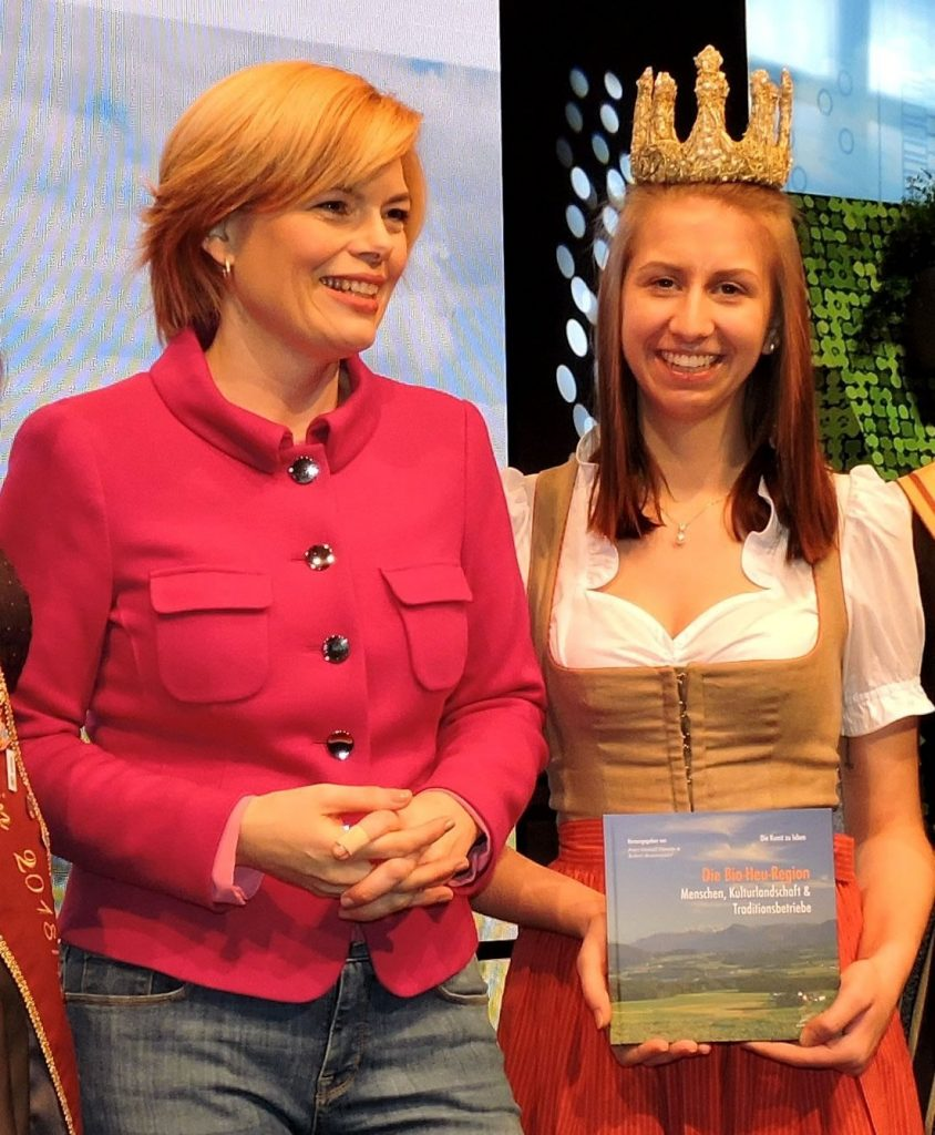 Sehr beliebt ist unser Buch auch bei den deutschen Ministern, wie hier bei Julia Klöckner oder der Bayrischen Landwirtschaftsministerin Michaela Kaniber