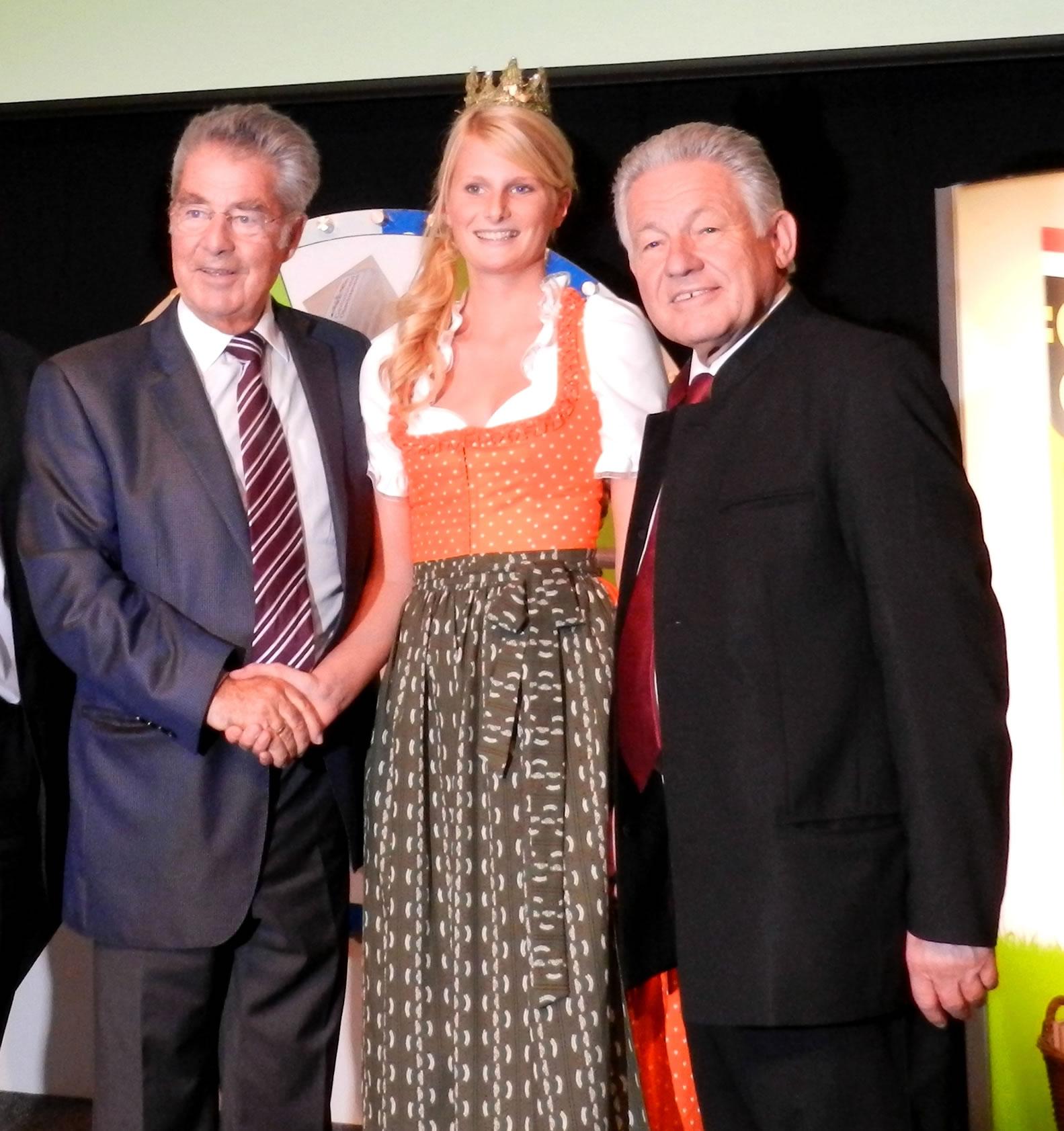Isabella mit Bundespräsident und LH