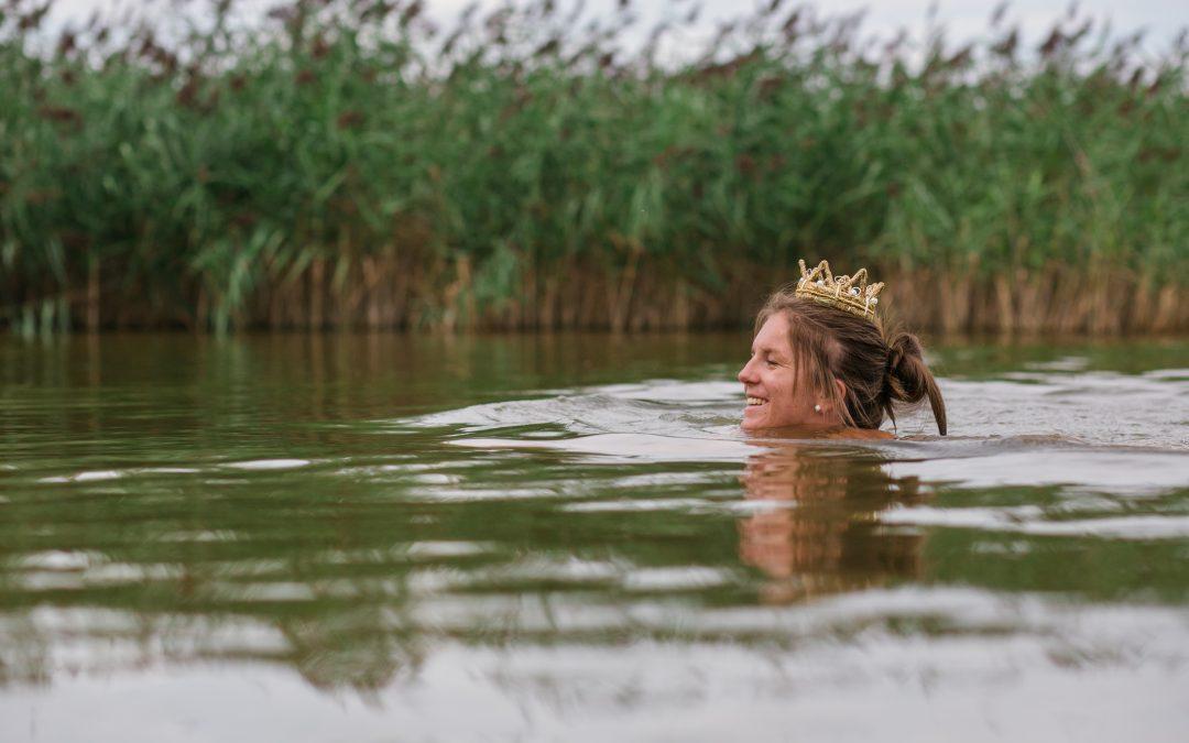 Kathrin schwimmt märchenhaft