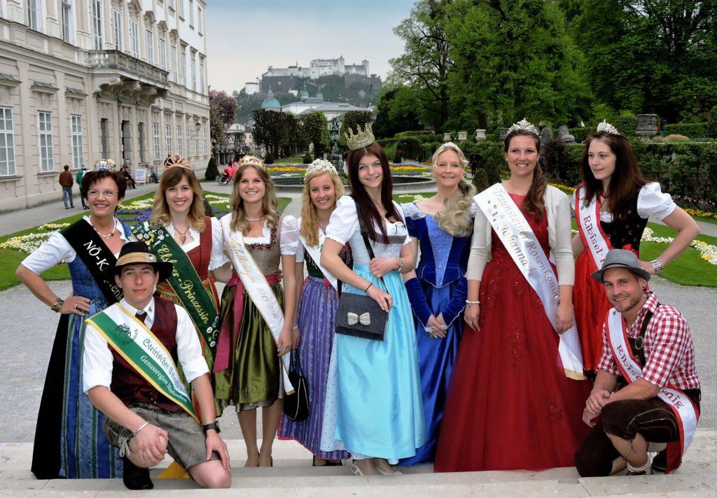 Mirabellgarten mit Königinnen 7