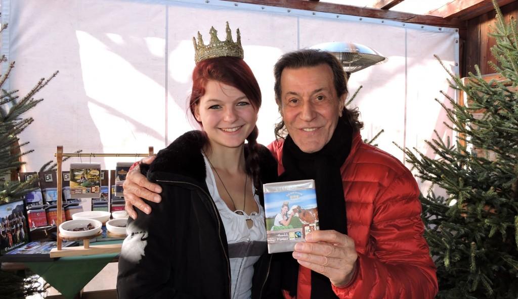 Albert Hammond mit der Königin der Bio-Heu-Region und seiner geliebten Schokolade