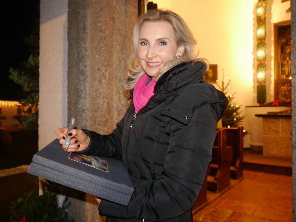 Eva Lind bei der Stillen Nacht Kapelle in Oberndorf
